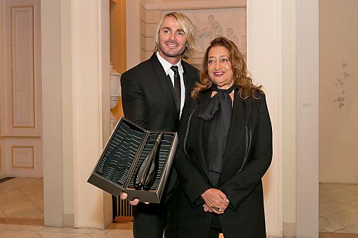 http://www.apa-fotoservice.at/galerie/4463 Leo Hillinger und Zaha Hadid präsentieren ICON HILL