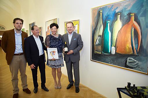 http://www.apa-fotoservice.at/galerie/4500 Im Bild (v.l.n.r.): Sascha Ziwna, Gerald Ziwna, Monika Ziwna und Top Winzer Fritz Wieninger