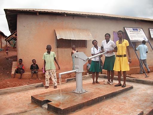"""Lindt & Sprüngli Farming Program - Gemeinde in Ghana erhält Zugang zu sauberem Trinkwasser / Weiterer Text über ots und auf http://www.presseportal.ch. Die Verwendung dieses Bildes ist fuer redaktionelle Zwecke honorarfrei. Veroeffentlichung unter Quellenangabe: """"OTS.Bild/Chocoladefabriken Lindt & Sprüngli AG"""""""