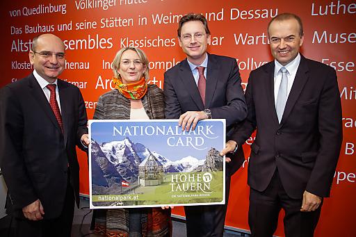 """Mit der """"Nationalpark-Card"""" über die Großglockner Hochalpenstraße zum höchsten Berg Österreichs, dem Großglockner (3.798m), Blick von der Kaiser-Franz-Josefs-Höhe (2.369m), inmitten des größten Nationalpark Mitteleuropas, dem NP Hohe Tauern."""