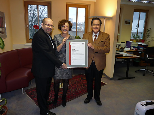 Gerhard Eichinger (TÜV AUSTRIA), Ingrid Hochmayer (Head of Clinical Operations, ZAK-Pharma), Jean-Jacques Chirikdjian (CEO, ZAK-Pharma)