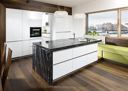 neu bei strasser black skorpion strasser steine gmbh. Black Bedroom Furniture Sets. Home Design Ideas