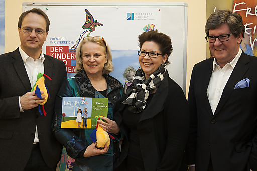 Im Bild v.l.n.r.: Univ. Prof. Mag. Dr. Markus Hengstschläger, Monika Riha, StS a.D. Christine Marek, Prof. Dr. Günter Friesenhahn