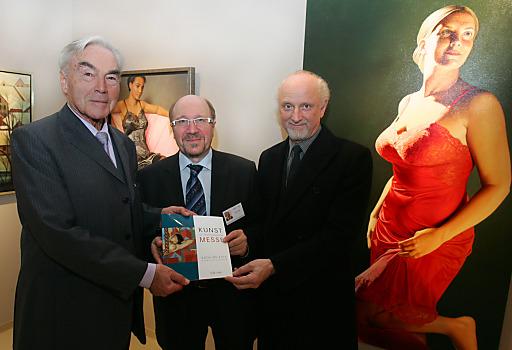 http://www.apa-fotoservice.at/galerie/5151 Im Bild v.l.n.r.: Beppo Mauhart (Präsident der Wirtschaftsinitiative Neues Künstlerhaus (WINK)), Horst Szaal (Präsident des Verbandes Österreichischer Antiquitäten- und Kunsthändler) und Michael Fuchs (Künstler)