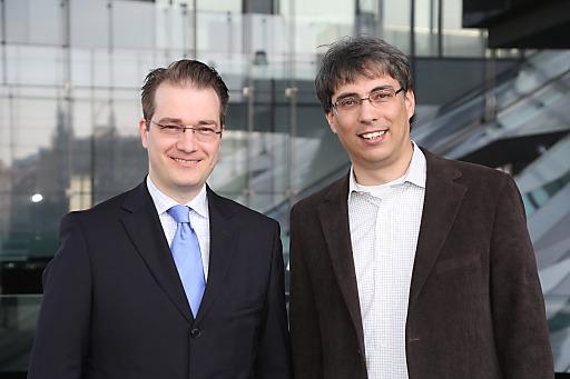 http://www.apa-fotoservice.at/galerie/5098 Im Bild v.l.n.r.: Prim. Dr. Mathias Brunbauer (Ärztlicher Direktor Kinderwunschklinik Wien), Prim. Dr. Martin Swoboda (Ärztlicher Direktor Kinderwunschklinik Wels)