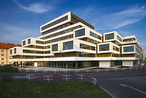 QUBIX 4 PRAHA: Behutsam wurden bestehende Formen und Strukturen adaptiert, das Erscheinungsbild des Gebäudes wurde gewahrt.