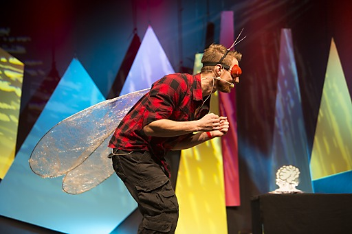 Mikrobiologe Martin Moder überzeugte das begeisterte Publikum beim Science Slam-Finale mit großem kabarettistischem Talent und brandaktuellen Forschungsergebnissen