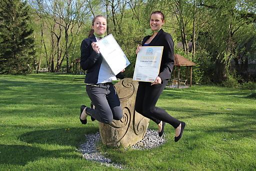 Silbermedaillengewinnerin Stephanie Hahn (li.) und Goldmedaillengewinnerin Katharina Vollmann (re.)