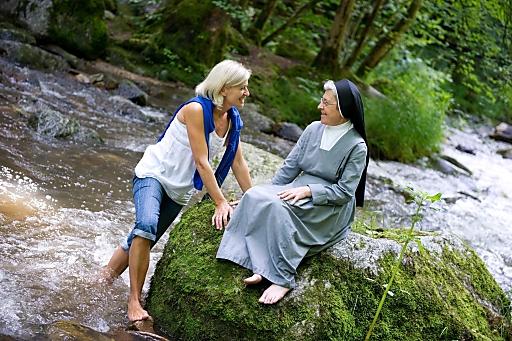 Das Pesenbachtal - Barfuß-Wanderung mit Schwester Gabriela von den Marienschwestern