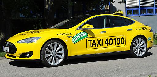 Das erste E-Taxi in Wien, ein Tesla S, verstärkt ab 20. Mai die umweltfreundliche Flotte von Taxi 40100
