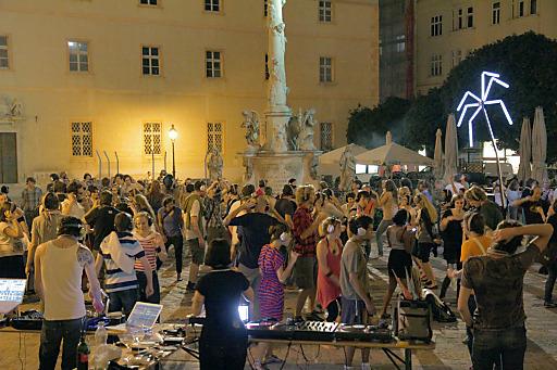 Gehsteigdisco mit DJ Oliver Hangl aus Österreich und DJ Phillips aus Polen
