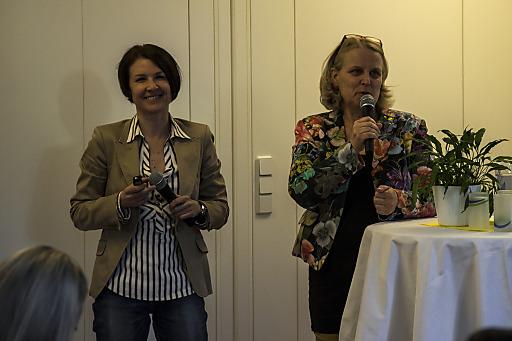 Im Bild (v.l.n.r.): Mag. Bettina Wachter (pädagogische Koordinatorin bei KIWI) und Monika Riha (pädagogische Geschäftsführerin bei KIWI)