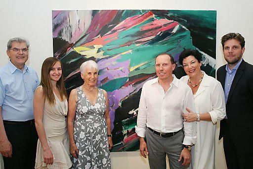 http://www.apa-fotoservice.at/galerie/5507 Im Bild v.l.n.r.: Otto Hans Ressler (Experte für zeitgenössische Kunst), Julia Hofmann (Enkelin des Künstlers), Annemarie Ganzer (Witwe des Künstlers), Galeristen Gerald, Monika und Sascha Ziwna
