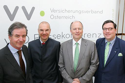 http://www.apa-fotoservice.at/galerie/5566 Im Bild v.l.n.r.: Dr. Michael Staudinger (Direktor ZAMG), Dr. Wolfram Littich (VVO-Vizepräsident und Vorstandsvorsitzender der Allianz Gruppe in Österreich), Dr. Othmar Thann (Direktor KFV) und Dr. Louis Norman-Audenhove (Generalsekretär des österreichischen Versicherungsverbandes VVO)
