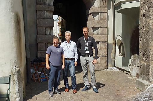 Produzent Andrew Kosove bedankt sich bei TVB-Obmann Werner Nuding und TVB-Geschäftsführer Martin Friede für die gute Zusammenarbeit (v.l.n.r.)