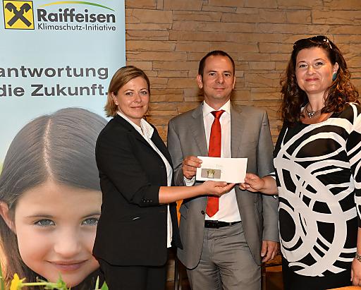 v.l.n.r.: Sabine Mach (Restaurant Manager der SV Group), Gewinner des Hauptpreises DI Nikolaus Demel (RBI AG), Mag. Andrea Weber (Geschäftsführerin RKI)