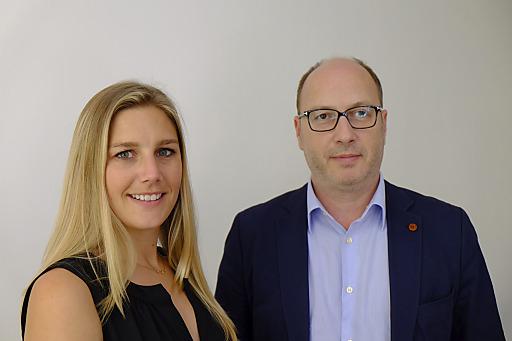 Katie Lampe, Head of Sales Operations Twitter EMEA und Florian Magistris, Geschäftsführer Httpool Austria, präsentieren Twitter-Werbung im Rahmen einer Roadshow bei Agenturen und Auftraggebern in Österreich.