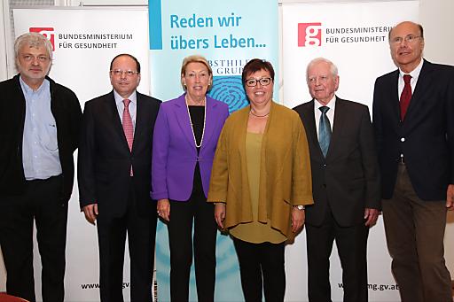 http://www.apa-fotoservice.at/galerie/5856 Im Bild vlnr.: Karl Öllinger (Politiker und selbst Betroffener), Univ.Prof. Dr. Thomas Szekeres (Präsident der Ärztekammer für Wien), Helga Thurnher (Präsidentin der Selbsthilfe Darmkrebs), BM Dr.in med.univ. Sabine Oberhauser (Bundesministerin für Gesundheit), Univ.Prof. DDr. Harald zur Hausen (Deutsches Krebsforschungszentrum DKFZ, Heidelberg, Nobelpreisträger für Medizin 2008), Univ.Prof. Dr. Heinz Ludwig (Wilhelminenkrebsforschungsinstitut, Wilhelminenspital, Wien)