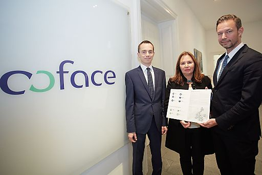 http://www.apa-fotoservice.at/galerie/5897 Im Bild v.l.n.r. Grzegorz Sielewicz, Economist Coface Central Europe Region, Katarzyna Kompowska, Coface Executive Manager Central Europe und Christian Berger, Coface Country Manager Austria