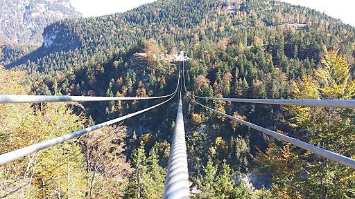 Die highline179 nähert sich der baulichen Vollendung, vier Tragseile sind gespannt und die Eröffnung rückt in greifbare Nähe. Der Rekordantrag beim Guinness Buch der Rekorde ist eingereicht, damit sind alle Weichen für eine einmalige touristische Attraktion in der Naturparkregion Reutte gestellt.