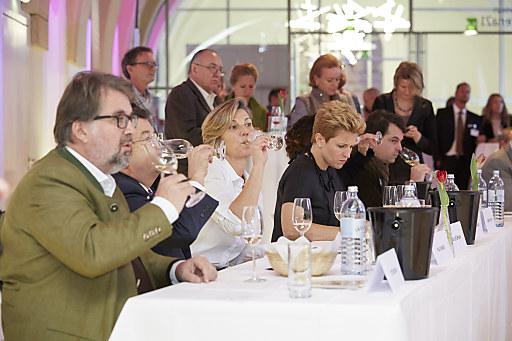 Die strenge und prominent besetzte Jury sorgte für ein heißes Kopf-an-Kopf Rennen, bei dem österreichischer Sekt die Gegenüberstellung ausgezeichnete drei Mal für sich entscheiden konnte.