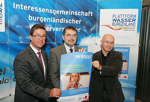 http://www.apa-fotoservice.at/galerie/6146 Im Bild v.l.n.r.: Gesundheitslandesrat Dr. Peter Rezar, DI Dr. Helmut Herlicska (Obmann der Plattform Wasser Burgenland und Mag. Christian Koisser vom Konsumentenschutz der Arbeiterkammer Burgenland