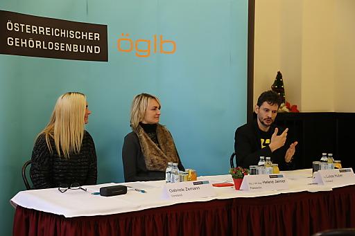 Gabriele Zemann, Abg. z. NR. Mag.a Helene Jarmer und Ing. Lukas Huber am Podium