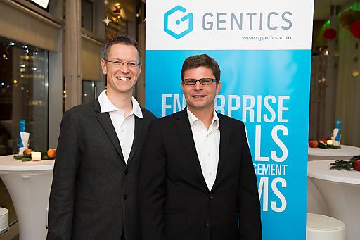 Klaus-M. Schremser und Günter Kaminger (beide Gentics) ließen bei der Gentics-Weihnachtsfeier in der Urania das Jahr 2014 mit Kundinnen und Kunden, Partnern und Mitarbeitern Revue passieren.