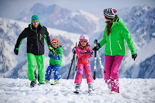 Für Familien bietet der Skiverleih von SPORT 2000 rent viele Vorteile.