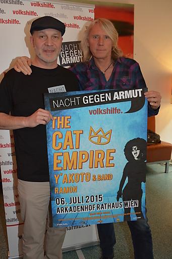 """Erich Fenninger (Volkshilfe) und Ewald Tatar (Nova Music) präsentieren das Line-up für die """"Nacht gegen Armut - das Konzert"""" am 6. Juli 2015"""