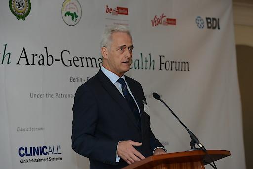"""Dr. Peter Ramsauer , Präsident der Ghorfa, hielt die Eröffnungsrede des """"8th Arab-German Health Forum"""" in Berlin."""