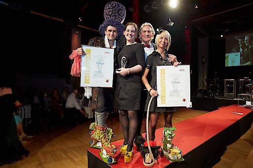 """http://www.apa-fotoservice.at/galerie/6386 Im Bild v.l.n.r.: Die Sieger des """"Crazy Shoe Awards 2015"""" Heinz Müller (1. Platz - Alice im Wunderland) und Kirsten Sandvoss (1. Platz -Käseschuh), Franz Sobotka (Wiener Schuhmacherball) und Jennifer Cavanaugh (3. Platz - Räuber Hotzenplotz)"""