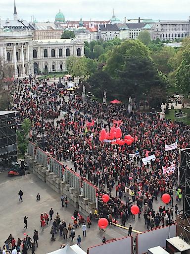 Wiener Rathausplatz am 1.Mai 2015