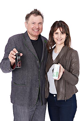 Armin Breinl, Entwickler der 2B Mehrfrucht Funktionsgetränke ist begeistert mit Daniela Zeller eine gesundheitsbewusste Markenbotschafterin seiner Produkte vorstellen zu können!