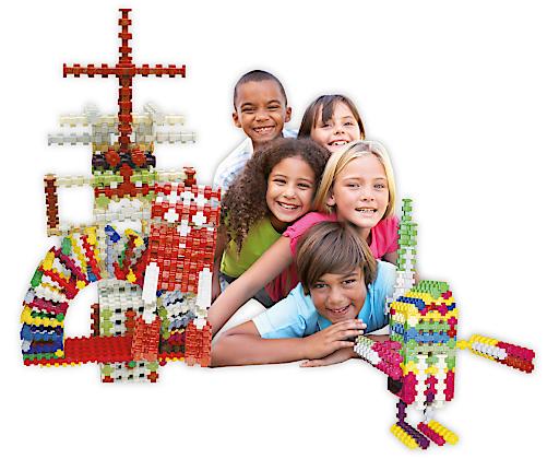 fröhliche Kinder beim Bauen mit dem er-stone® Konstruktionsbaustein