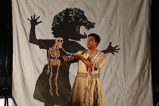 Nicholas Spanos als Gilgamesch