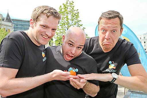 Georg Hertner/GF & Erfinder von Malooku mit Markenbotschafter Comedian Alex Kristan bei der App-Präsentation in der Strandbar Herrmann