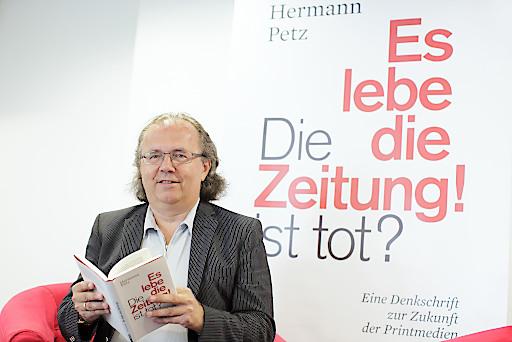 """Vorstandsvors. der Moser Holding, Hermann Petz, am Donnerstag, 18. Juni 2015, im Rahmen seiner Buchpräsentation mit dem Titel """"Die Zeitung ist tot? Es lebe die Zeitung!"""" in Wien."""
