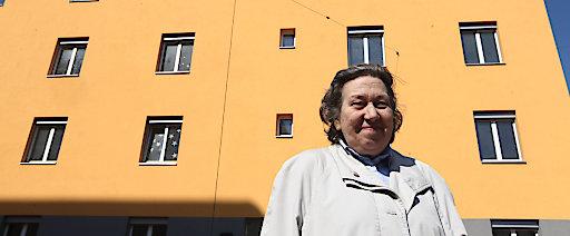 Obfrau Ute Bock vor dem Ute Bock Haus