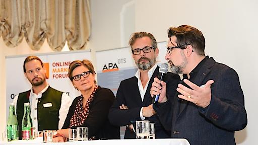 """http://www.apa-fotoservice.at/galerie/6986 Podiums-Diskussion zum Thema """"Video Sells – Trends, Tipps und Guidelines für erfolgreiches Videomarketing"""" Im Bild v.l.n.r.: Markus Renger (MMMMR Multi Media Marketing Markus Renger), Karin Thiller (APA-OTS), Christian Rausch (Hutchison Drei Austria GmbH) und Martin Wolfram (News on Video GmbH)"""