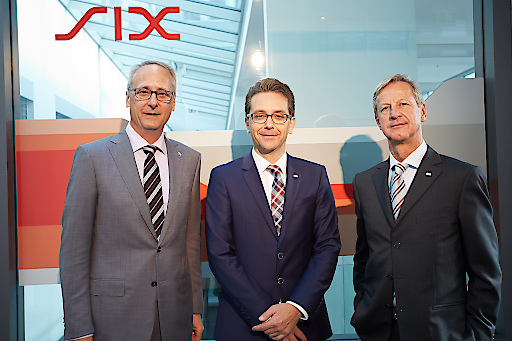 http://www.apa-fotoservice.at/galerie/7093 http://www.apa-fotoservice.at/galerie/7093 Im Bild v.l.n.r. Dr. Urs Rüegsegger (Group CEO SIX), Roger Niederer (Managing Director SIX Payment Services Österreich und Jürg Weber (Division CEO SIX Payment Services)
