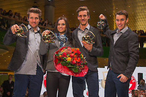 """http://www.apa-fotoservice.at/galerie/7175/ Verleihung der """"Goldenen Teekanne"""" bei der offiziellen Einkleidung des Austria Ski Teams 09.10.2015 Marcel Hirscher, Anna Fenninger, Gregor Schlierenzauer und Stefan Kraft"""