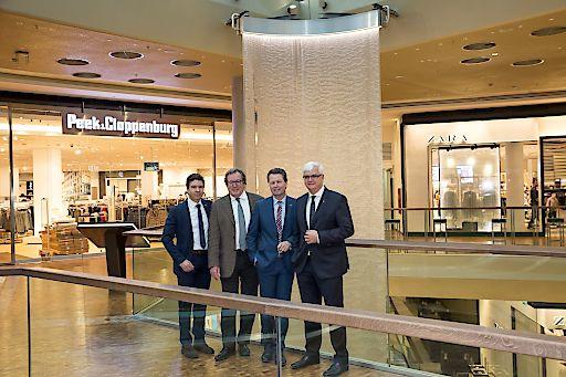 http://www.apa-fotoservice.at/galerie/7197 v.l.n.r.: (v.l.n.r.) Mag. Markus Kaser (Interspar Geschäftsführer), Architekt Dipl.Ing. Hermann Eisenköck, Christian Stagl (Fischapark Centermanager), Mag. Marcus Wild (Geschäftsführungsvorsitzender SES)