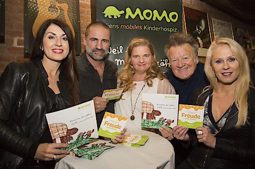 MusikerInnen sangen FREUDE FÜR MOMO