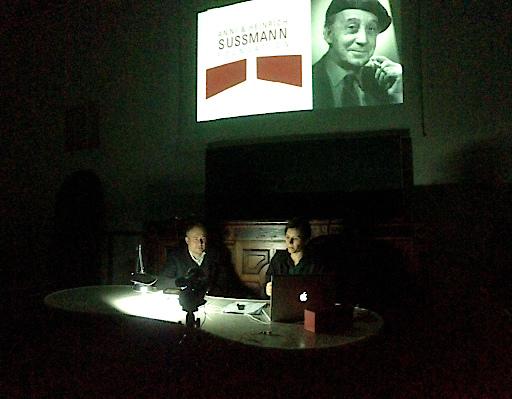 Marina Naprushkina präsentiert ihre Arbeit anlässlich der Verleihung des Anni und Heinrich Sussmann Preises in der Akademie der bildenden Künste Wien.