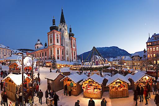Mariazeller Advent mit der Basilika im Hintergrund