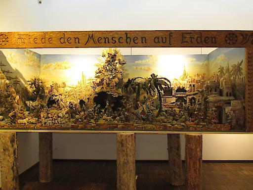 Hauskrippe Johann Eberharter. Der Ausstellung zur Verfügung gestellt von Eva Eberharter, Wien.