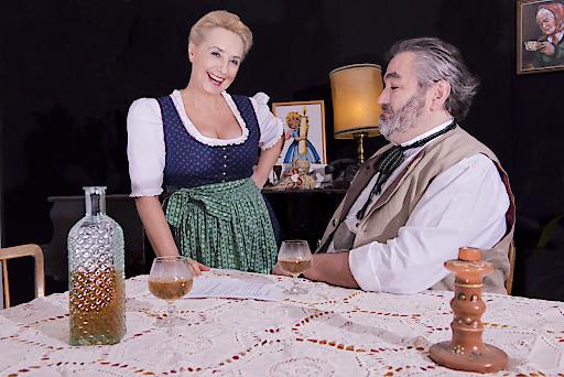 Exklusiver Preview der ersten Kostümprobe -Szenenausschnitt Großbauer Ignaz Himmelkreuzpointner und seiner Nachbarin Irmi.