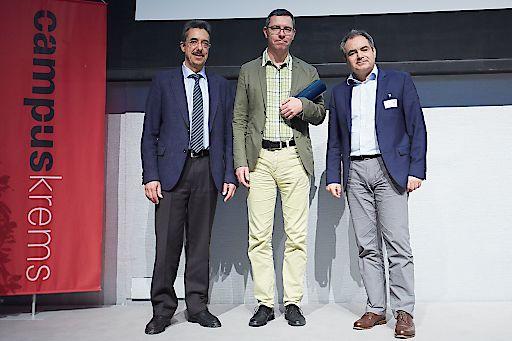 http://www.apa-fotoservice.at/galerie/7452 Im Bild (von links nach rechts): Dr. Martin Hagenlocher (Geschäftsführer Bayer Austria GmbH), Dr. Karl Matz (Preisträger), Univ.-Doz. Dr. Hans‐Peter Haring (Präsident der ÖGSF)