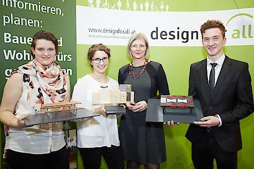 """http://www.apa-fotoservice.at/galerie/7456 Im Bild Veronika Egger, Vorsitzende des Vereins design for all, mit den Gewinner_innen des Designwettbewerbs """"Möbel für Alle"""""""